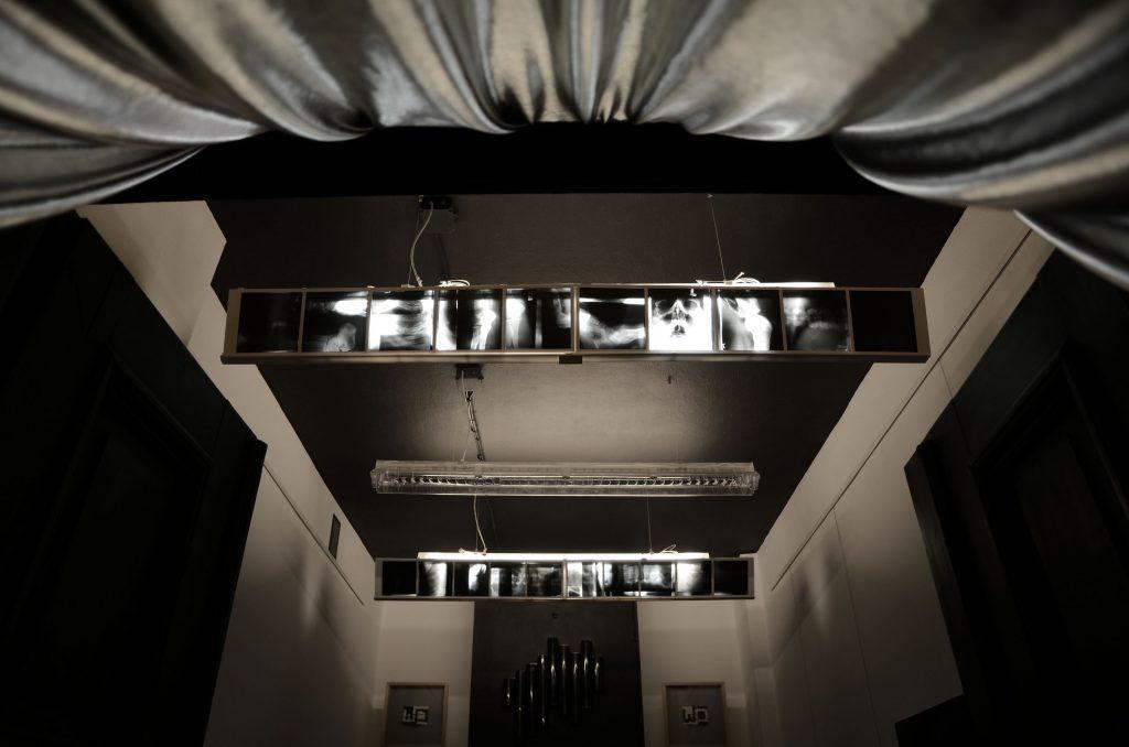 instalacje rentgenowskie wykonane przez duet drzeWO z okazji Nocy Muzeów 2018 w Warszawie